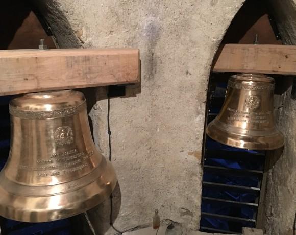 Église d'Aulus les bains: nouvelles venues au clocher